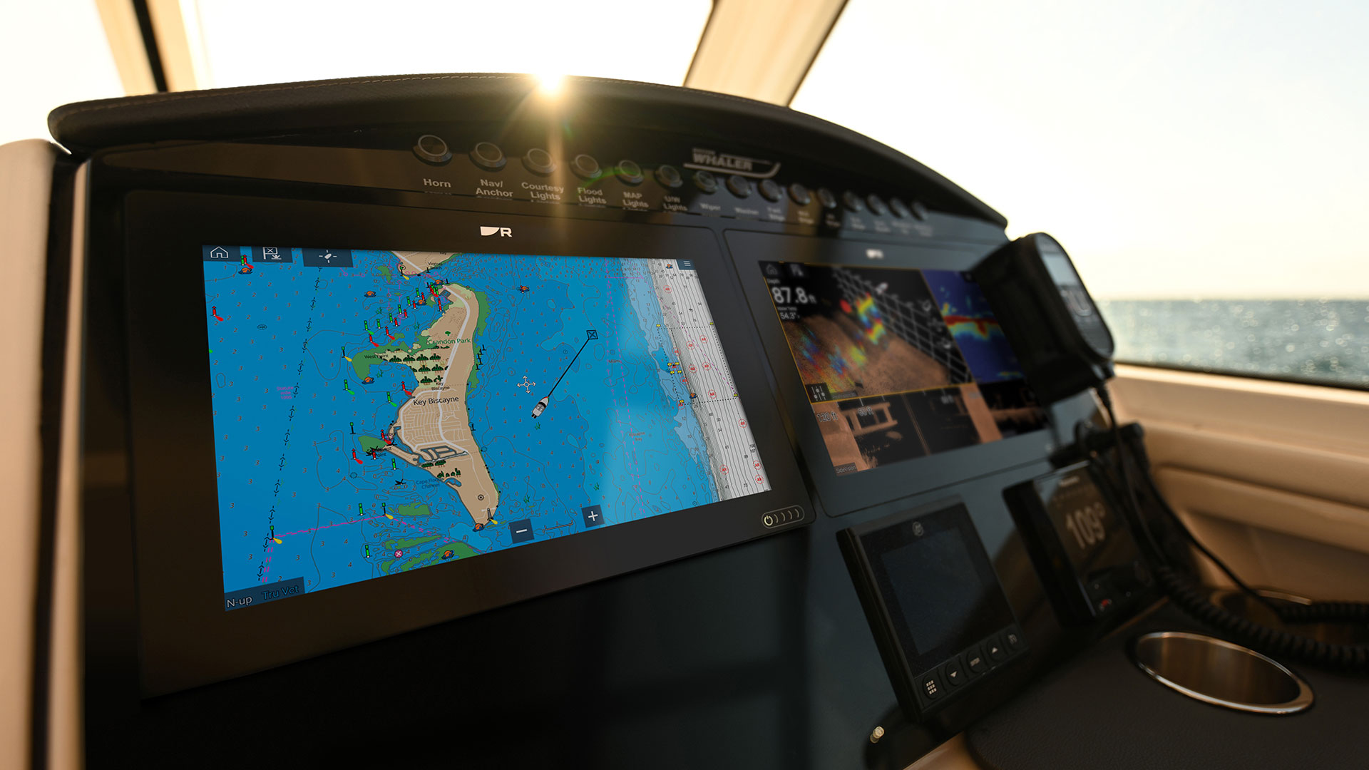 Axiom+ mit Brighter Displays | Marine Electronics by Raymarine